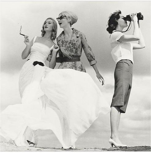 paris,1950s,binoculars,blackandwhite,dresses,photography-4c1692aeac993618604996f0a2b2c27f_h